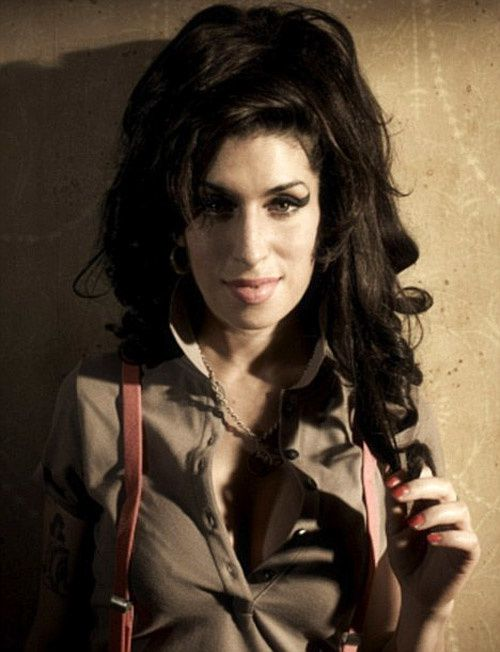 http://a34.idata.over-blog.com/500x652/2/48/64/38/news-people/amy-winehouse2011-2.jpg